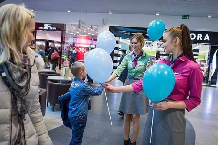Promocja Portu Lotniczego Olsztyn Szymany w Galerii Warmińskiej w Olsztynie