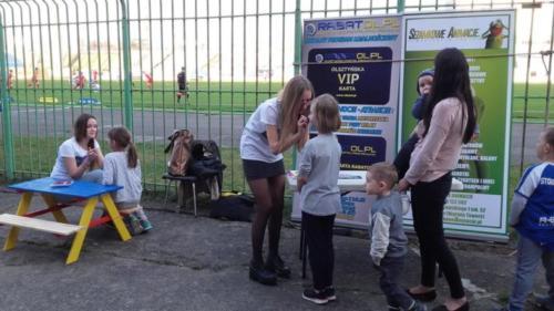 Hostessa z dziećmi